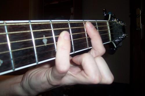 un petit doigt et beaucoup de musique